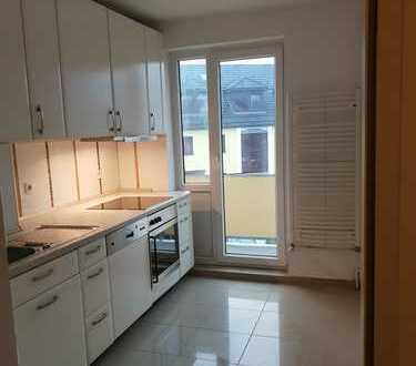 Vollständig renovierte 5-Zimmer-Wohnung mit Balkon und EBK in Bremen