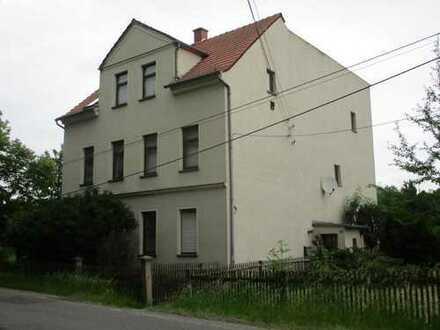Teilsaniertes 2-Familienhaus mit Scheune und großem Grundstück am Stadtrand von Meerane