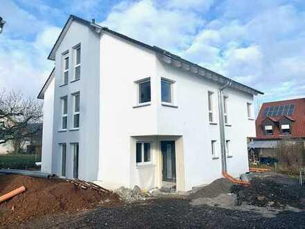 Schönes Wohnhaus/ Doppelhaushälfte, in ruhigerund gewachsener Wohnlage