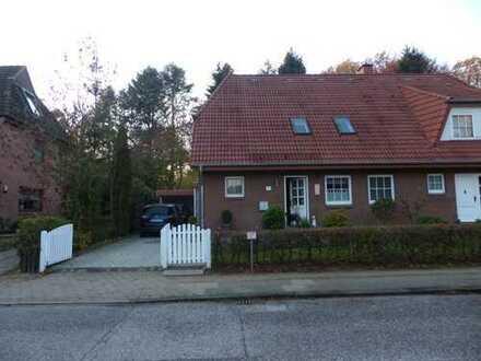 Gepflegte Doppelhaushälfte mit vier Zimmern in Hamburg, Bramfeld