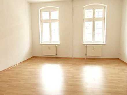 In Bahnhofsnähe - TOP sanierte Wohnung - große Wohnküche mit EBK - einziehen und wohlfühlen!
