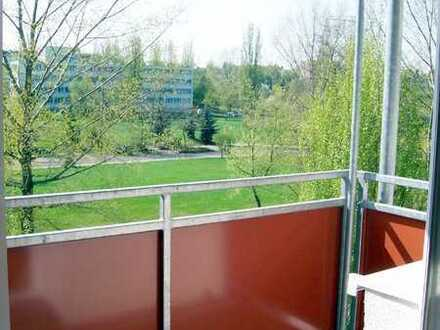 Sonnenbalkon, eigenen Garten, Balkon-frisch renoviert....