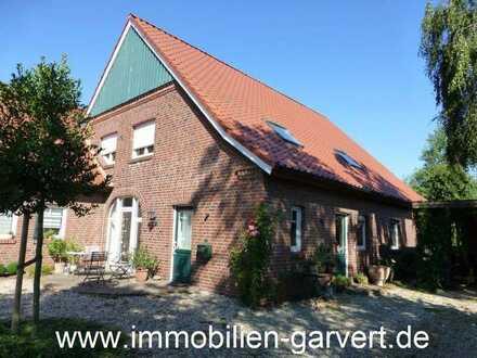 Große Dachgeschosswohnung mit separatem Eingang und Gartenanteil in Stadtrandlage von Borken