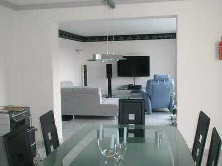 Schöne 3,5-Zi.-Wohnung in ruhiger Lage mit riesiger Terrasse und toller Aussicht