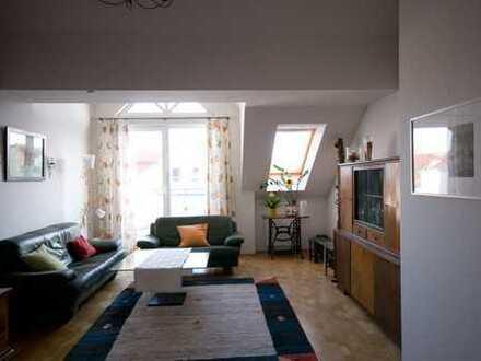 Helle und ruhige 2-Zimmer-DG-Wohnung mit Balkon und Einbauküche in Bernau