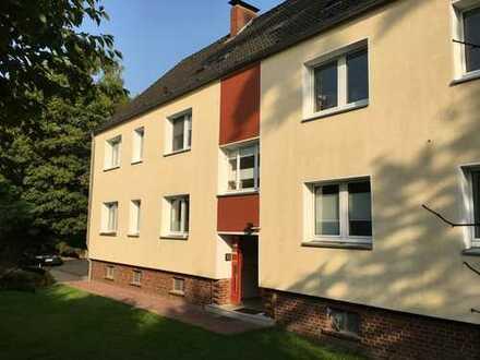 Schöne helle drei Zimmer Maisonette Wohnung mit Stellplatz im Grünen