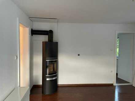 2,5-Zimmer-Wohnung in Zweifamilienhaus m. separatem Eingang m. Kaminofem, EBK, riesiger Dachterrasse