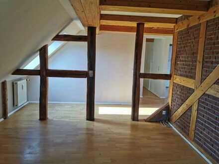 kleine Dachgeschosswohnung mit Fachwerk Flair