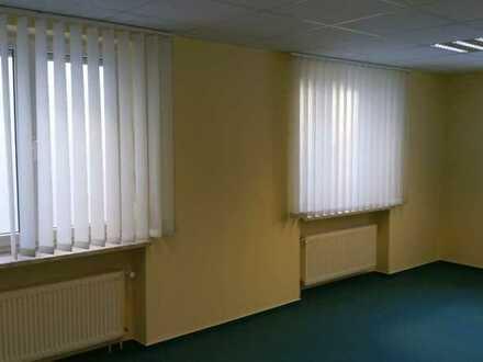 Attraktives Büro mit mehreren Zimmern und Abstellraum