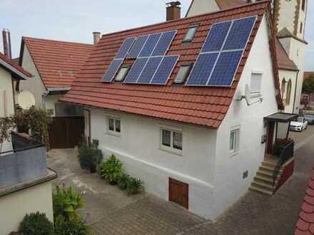 Charmantes Einfamilienhaus mit Scheune Carport und Garten