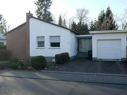 Freistehendes Einfamilienhaus in Top-Wohnlage in Bergisch-Gladbach Refrath mit Gartenterrasse