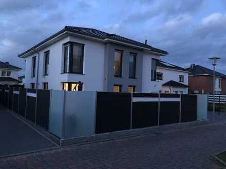 moderne, lichtdurchflutete Stadtvilla im Herzen von Sarstedt