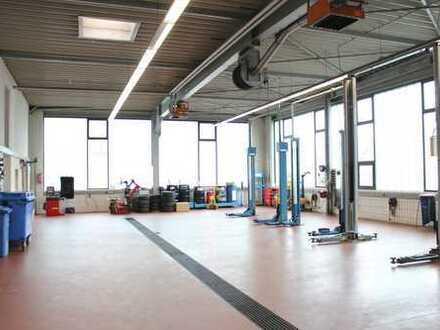 Autohaus mit Kfz-Halle, Ausstellung, Büroräumen, Lager/Tiefgarage und Parkflächen