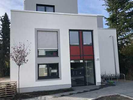 Moderne Neubau-Wohnung mit Gartenanteil