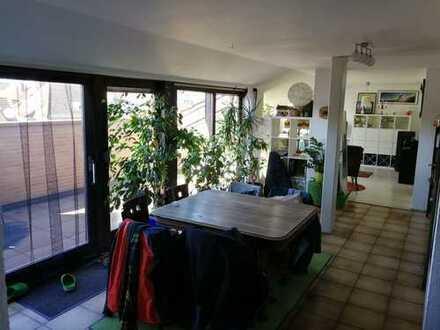 Gemütliche 3-Zimmer-Dachgeschoss-Wohnung mit schöner Dachterrasse