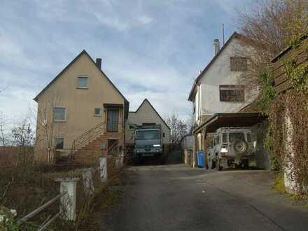 2 bebaute Grundstücke mit je einem Einfamilienhaus in Lampoldshausesn