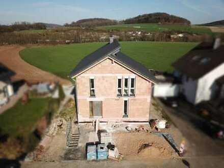 Fertiggestellter Neubau: Einfamilienhaus mit Einliegerwohnung & einem traumhaften Ausblick in Balve
