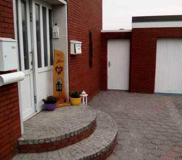 Günstige, vollständig renovierte 5-Zimmer-DG-Wohnung mit EBK in Moormerland
