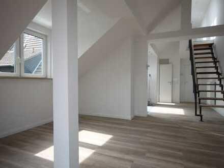Nippes, Erstbezug, 2 Zimmer Dachgeschosswohnung mit Balkon, nicht WG-tauglich.