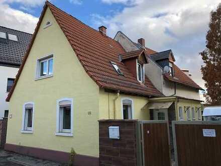 Freistehendes Zweifamilienhaus mit Garage in gesuchter Vorort-Wohnlage