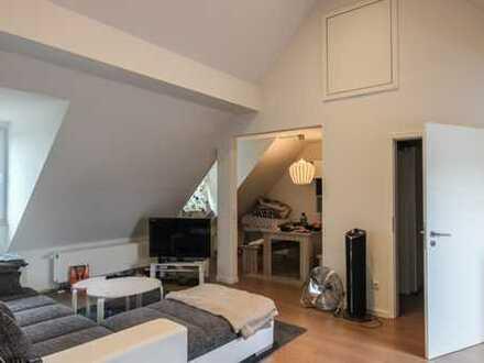 REUTER IMMOBILIEN : Helle, moderne, Zweizimmer-Dachstudiowohnung in Raderthal Grenze Zollstock