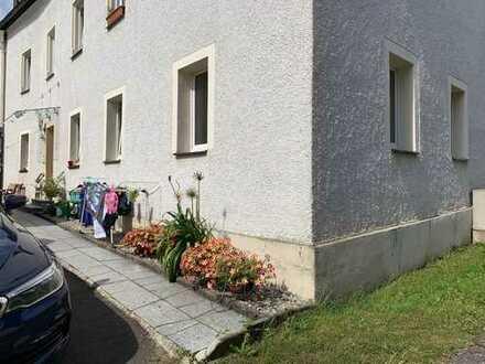 Erstbezug nach Sanierung mit kleiner Einbauküche: günstige 2-Zimmer-Wohnung in Waldershof