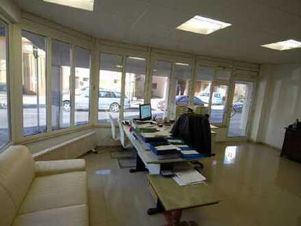 167 m² Büro/Praxis/Gastronomie mit 5 Stellplätzen
