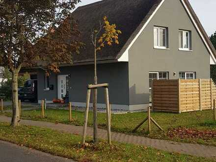 Wunderschönes, freistehendes Einfamilienhaus mit Reetdach zu vermieten.
