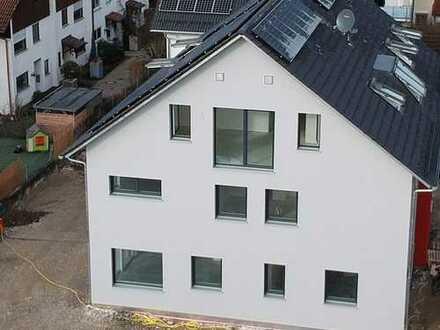Erstbezug: exklusive 2-Zimmer-DG-Wohnung mit Balkon in Mammendorf