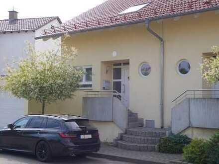 Sonnige DHH mit 2 Terrassen und flexibler Raumnutzung
