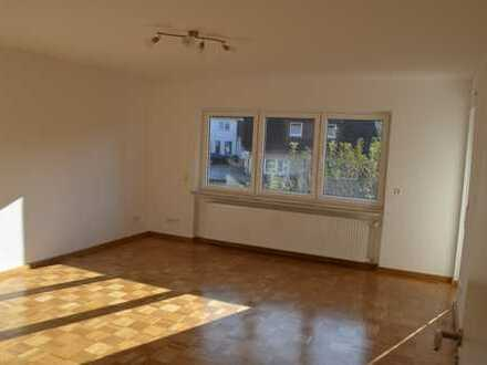 Schöne helle, vollständig renovierte 4-Zimmer-Wohnung mit Balkon und Einbauküche im Bodenseekreis