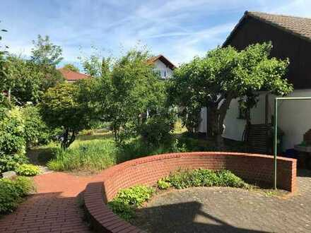 Ein- bis Zweifamilienhaus mit schönem Garten in guter Wohnlage in Reilingen