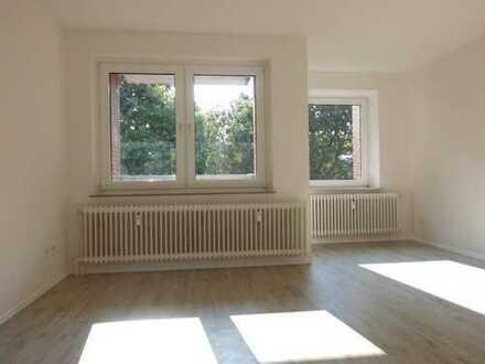 **Eine sanierte 3 - Zimmerwohnung mit Balkon wartet auf Sie ! **