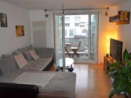 Schöne zwei Zimmer Wohnung in Stuttgart, Zuffenhausen Zentrum, mit Balkon, Küche, Stellplatz