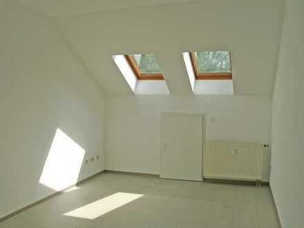 POCHERT IMMOBILIEN - Schönes helles Apartment im Dachgeschoss / KL-Hohenecken (Nähe Universität)