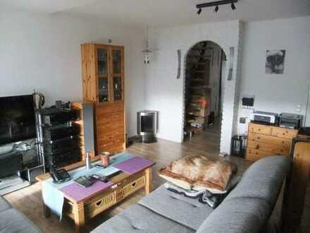 Schöne 2-Zimmer-Wohnung inkl. Spitzboden in ruhiger Wohnlage v. Erle