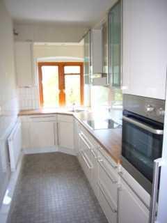 Vollständig renovierte 4 große und 2 kleine-Zimmer-Wohnung mit Balkon u. Terrasse.