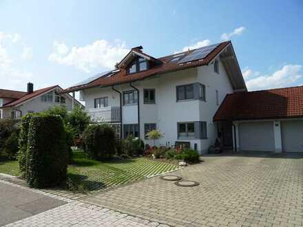 wunderschöne, sonnige 3 Zimmer DG-Wohnung mit Balkon, Einbauküche u. Bergblick ca. 75m², ERSTBEZUG