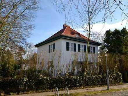 Charmante Villa auf sehr großzügigem Parkgrundstück in Dahlem