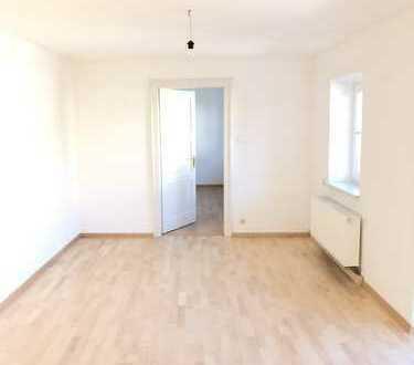 Vollständig renovierte Wohnung mit 4 1/2 Zimmern mit 2 Balkons und Einbauküche in Bad Reichenhall