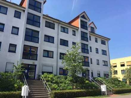 Lichtdurchflutete 2-Zimmer-Wohnung mit Balkon/ Haus mit Fahrstuhl