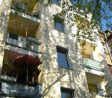 Schöne 2-Raum-Wohnung mit Balkon, Tageslichtbad und -küche