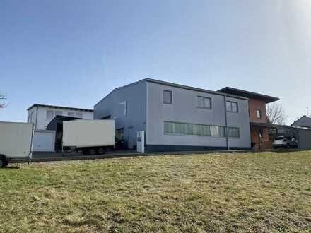 *AUGSBURG - Direkt an der A8 ! - Hochwertiges Gewerbeobjekt mit Wohnmöglichkeiten und Pool*