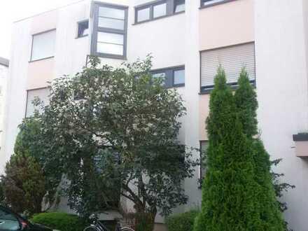 Gepflegte 3-Zimmer Wohnung mit Balkon, Einbauküche und Garage
