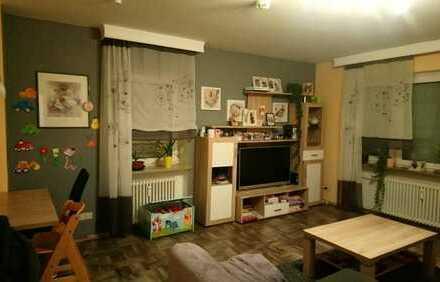 Modernisierte 2-Zimmer-Wohnung mit Balkon und EBK in Hof