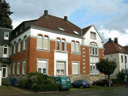 Helle und grosszügige Dachgeschosswohnung in ruhiger Lage