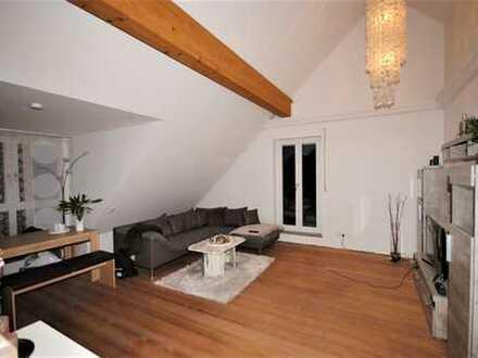 Exklusives Wohnen: Elegante 2-Zimmer-DG-Wohnung mit Sichtdachstuhl, Balkon und Dachterrasse