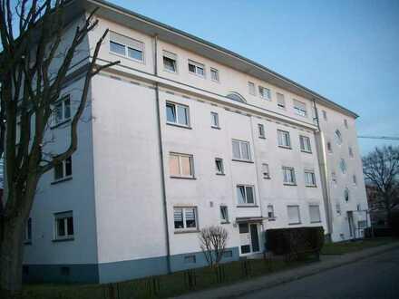 Helle, gepflegte 1-Zimmer-Wohnung mit Balkon und Einbauküche in Rastatt