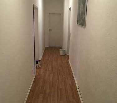 Sanierte 4,5 Zimmer Wohnung im Erdgeschoss