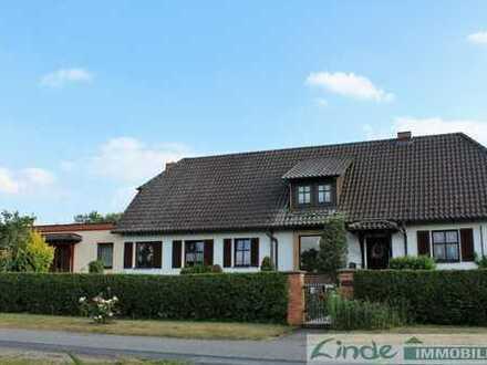 Großzügiges Landhaus auf parkartigem Grundstück in 17089 Groß Below bei Altentreptow